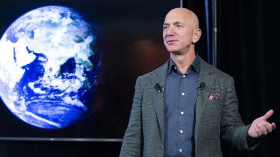 Bezos negou as acusações de que a Amazon estaria a usar informação privilegiada para copiar produtos