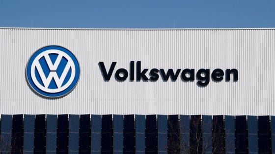 Entre janeiro e junho, o grupo entregou 3,9 milhões de veículos, uma queda de 27,4% em relação ao ano anterior