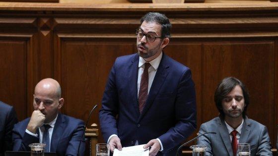 O Governo aprovou esta quinta-feira em Conselho de Ministros a passagem das 19 freguesias da Área Metropolitana de Lisboa (AML) que se encontram em situação de calamidade, devido à pandemia da Covid-19, para o estado de contingência