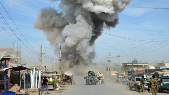 """O atentado ainda não foi reivindicado, mas, segundo o porta-voz dos talibãs, Zabihullah Mujahid, """"não tem nada a ver"""" com estes"""