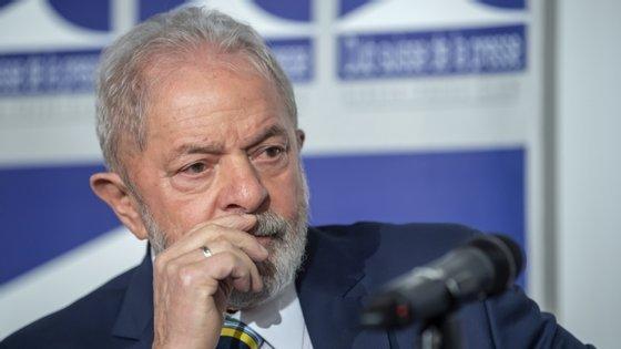 """""""Se o Brasil tivesse feito o que o bom senso ordena, não estaríamos com 90.000 cadáveres, o que torna Bolsonaro um genocida"""", disse Lula, em conferência de imprensa 'online'"""
