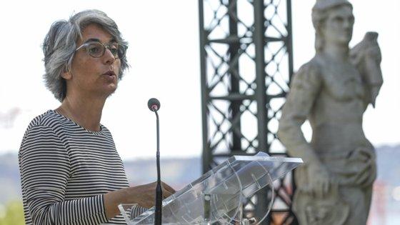 Na segunda-feira, à margem da apresentação de obras de arte contemporânea adquiridas pelo Estado, Graça Fonseca foi confrontada com a informação de que o grupo informal União Audiovisual está a apoiar semanalmente entre 150 a 160 trabalhadores do setor em dificuldades e escusou-se a responder