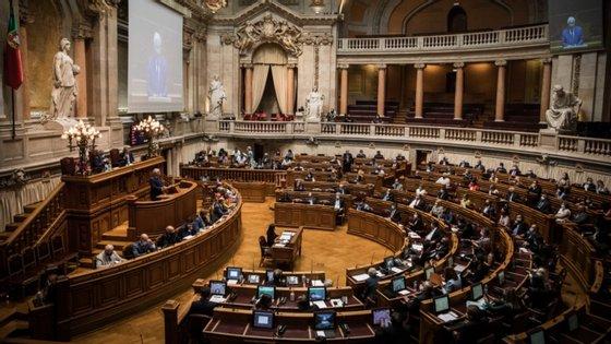 Dos atuais 230 deputados na AR, apesar de cerca de metade estar a cumprir o seu primeiro mandato, mais de um quarto deles vão já na sua terceira legislatura