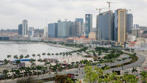 Diariamente, cidadãos em Luanda e noutros pontos do país reclamam pela falta de água potável para regular higienização em tempo da pandemia