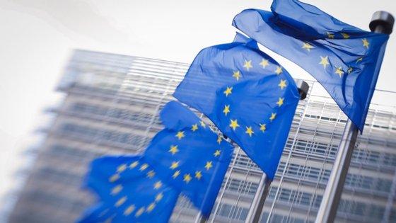 Tomas Ulicny lembrou que a União Europeia tem vários projetos na área de cooperação, incluindo transferências bancárias para os grupos mais vulneráveis, no valor de 23 milhões de euros, bem como o projeto FRESAN