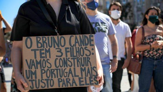 No Porto, 200 pessoas fizeram um minuto de silêncio em memória do ator Bruno Candé