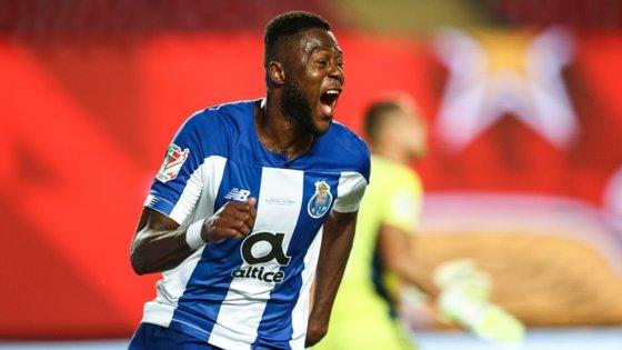 Mbemba foi o segundo defesa do FC Porto a bisar frente ao Benfica depois de Paulo Pereira e o primeiro a bisar numa final