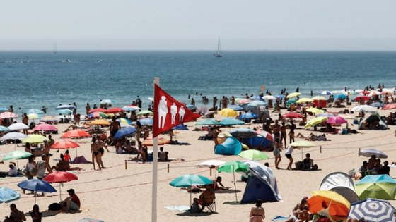 O turismo continua com forte queda em junho face ao ano anterior, apesar de a procura de residentes ter sido menos grave