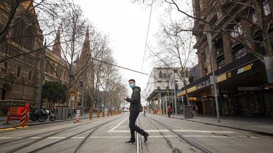 Está em curso uma investigação judicial ao novo surto de Covid-19 em Melbourne, para apurar se houve violações das regras de segurança nos hotéis escolhidos para a quarentena obrigatória
