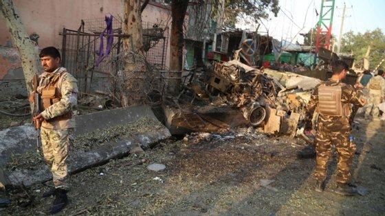 O porta-voz político dos talibãs, Suhail Shaheen, disse que o seu movimento não esteve envolvido neste ataque, recordando que se encontra a cumprir um cessar-fogo de três dias, declarado a partir de sexta-feira, para a celebração do feriado muçulmano Eid al-Adha, que expirou há poucas horas