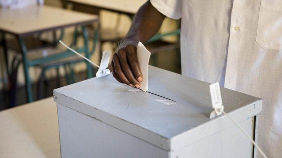 O número de eleitores cabo-verdianos que podem votar nas autárquicas deste ano aumentou em quase 50.000, para 365.157 inscritos