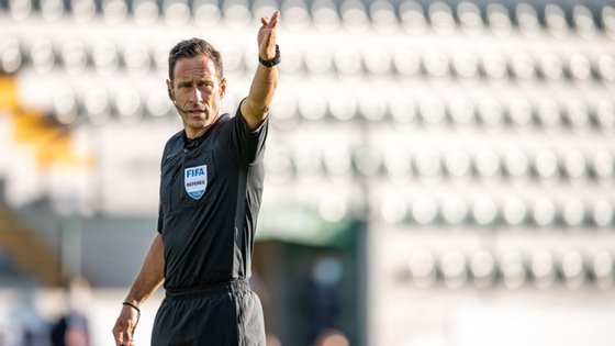 Artur Soares Dias, que dirigiu a recente final da Taça de Portugal entre FC Porto e Benfica, que os 'dragões' venceram por 2-1, ficou ligeiramente à frente de João Pinheiro (9.307), com Luís Godinho a fechar o pódio, com 9.266 pontos