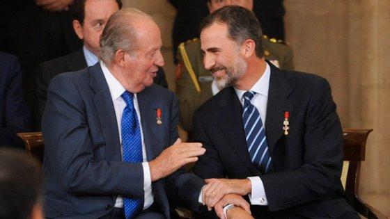 Juan Carlos foi rei de Espanha entre 1975 e 2014, tendo guiado o país durante a transição para a democracia