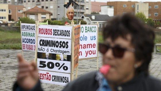 A manifestação está marcada para as 11h junto ao Banco de Portugal, na Praça da Liberdade, e ao Novo Banco, na Avenida dos Aliados, no Porto