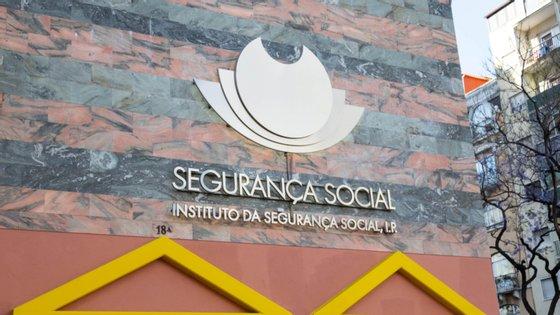 A Segurança Social entende que, por exemplo, não têm direito ao complemento de estabilização os trabalhadores que tenham estado em situação delayoff entre 3 de abril e 2 de maio