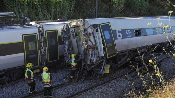 O descarrilamento do comboio Alfa Pendular, no concelho de Soure, provocou dois mortos, oito feridos graves e 36 feridos ligeiros
