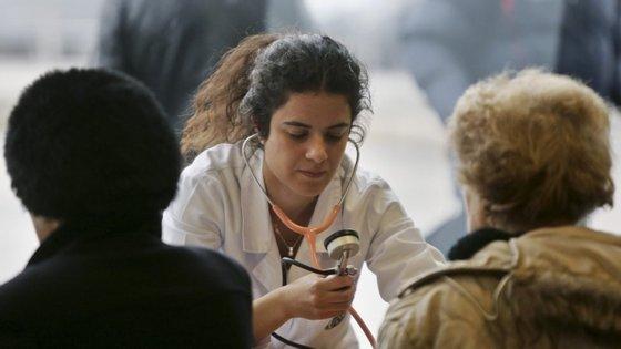 As notas do exame da especialidade dos 825 médicos hospitalares, concluídos desde o dia 3 de julho, estão por homologar