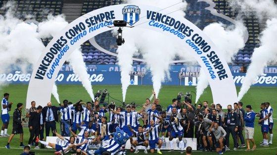 O FC Porto tornou-se campeão nacional numa das épocas mais atípicas de que há memória
