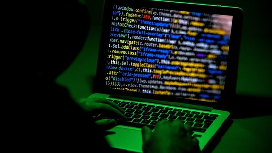 """No período entre janeiro e abril, a Interpol detetou 907.000 mensagens de correio """"spam"""", 737 incidentes relacionados com programas malignos e mais de 48 mil episódios ligados à instalação de vírus informáticos"""