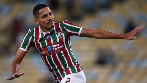 Lateral de 27 anos é internacional Sub-21 pela seleção brasileira