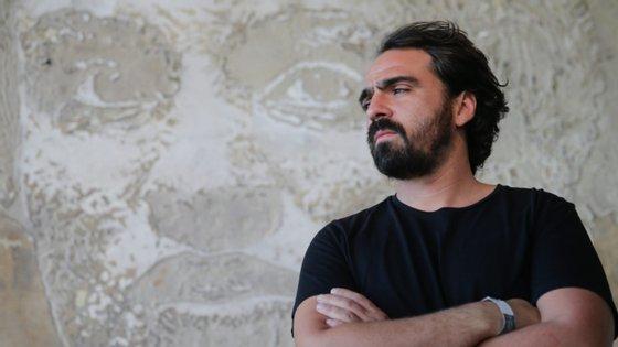 """""""Paredes Brancas, Povo Mundo"""" é o título da produção documental levada a concurso por Alexandre Farto (Vhils)"""