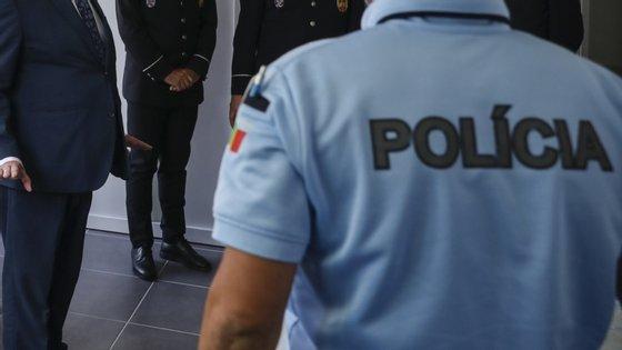 Os detidos foram presentes à autoridade judiciária competente no fim de semana, tendo-lhes sido aplicada a medida de coação de prisão preventiva