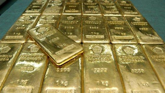 A cotação da onça de ouro caiu esta terça-feira para 1.997 dólares, menos 1,5%