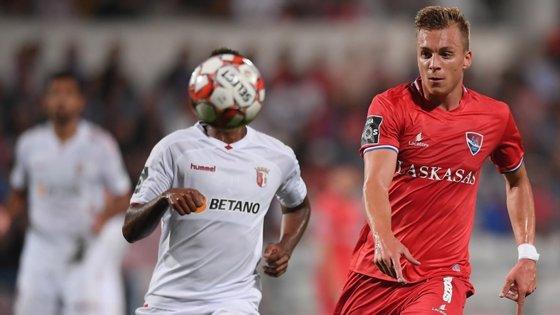 Alex Pinto, 22 anos, formado no Vitória de Guimarães, assinou pelo Benfica em 2017 e, após duas épocas na equipa B dos 'encarnados', foi cedido ao Gil Vicente na última temporada