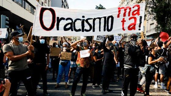 """O partido afirma que """"estas demonstrações têm como objetivo amedrontar e aterrorizar quem luta pelos direitos de todos e todas"""""""