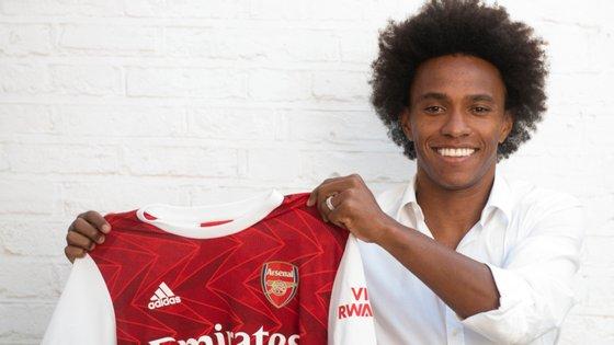 O médio de 32 anos assinou um contrato válido por três temporadas