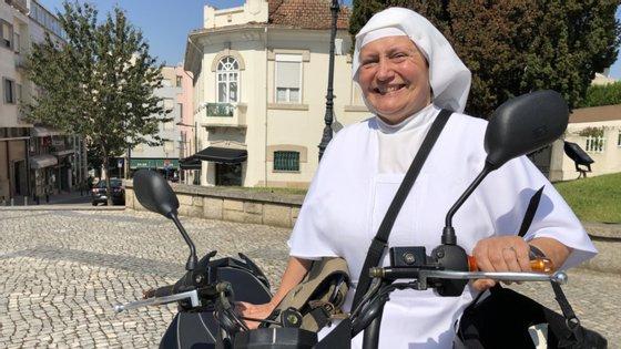 """A irmã Antónia Pinho, de 61 anos, era conhecida como """"freira radical"""" por andar de mota por São João da Madeira"""