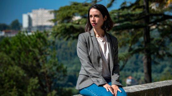 Andreia C.Faria, poeta, recebeu o prémio literário Inês de Castro pelo seu livro Alegria para o Fim do Mundo