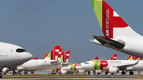 """A 10 de junho, o executivo comunitário deu """"luz verde"""" a um auxílio de emergência português à companhia aérea TAP, um apoio estatal de 1,2 mil milhões de euros"""
