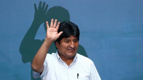 """Evo Morales está no exílio desde novembro, por """"sugestão"""" do exército para sair do país, após umas eleições fraudulentas"""