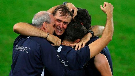 Julen Lopetegui começou por festejar vitória com os elementos da equipa técnica antes de ir saudar os jogadores naquele que foi o seu primeiro título em clubes como treinador
