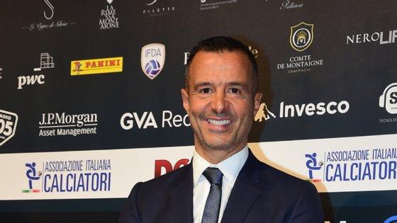 """Jorge Mendes e Peter Lim acusados de """"comprar direitos de jogadores e vendê-los depois ao Valência CF, por um valor superior"""
