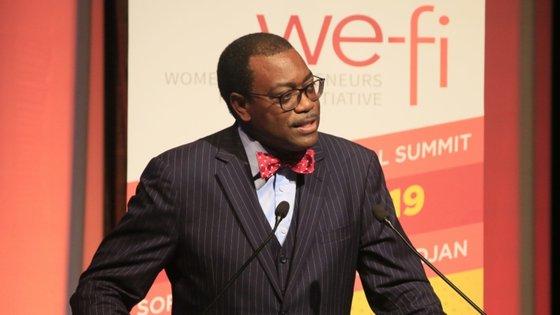 No discurso de boas vindas aos Encontros, Akinwumi Adesina lembrou os 10 mil milhões de dólares disponibilizados para ajudar os países africanos