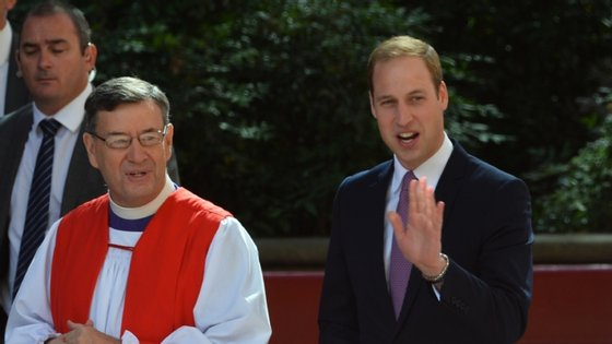 Glenn Davies, arcebispo anglicano de Sydney, ao lado do Príncipe William.