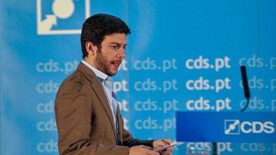 """O líder do CDS-PP afirmou que o Estado deve """"assumir uma posição de neutralidade"""" em matéria de educação e considerou que """"não tem o direito de doutrinar crianças e jovens com base numa ideologia oficial que ele próprio concebeu"""""""