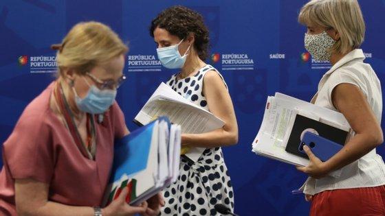 A diretora-geral da Saúde, Graça Freitas, lembra que a maior parte dos contágios tem acontecido nas famílias