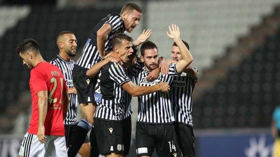 O médio sérvio entrou já na segunda parte e aumentou a vantagem da equipa grega