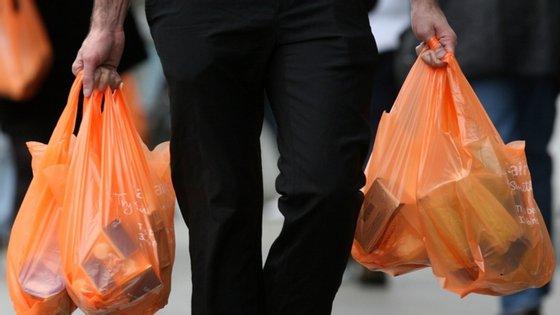 O relatório aponta como os 10 maiores poluidores de plástico do mundo a Coca-Cola, a Colgate-Palmolive, a Danone, a Mars Incorporated, Mondelez International, a Nestlé, a PepsiCo, a Perfetti Van Melle, a Procter & Gamble e a Unilever