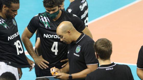 Gersinho, treinador da equipa de voleibol do Sporting, foi o primeiro positivo de uma equipa que agora já tem cinco infetados confirmados