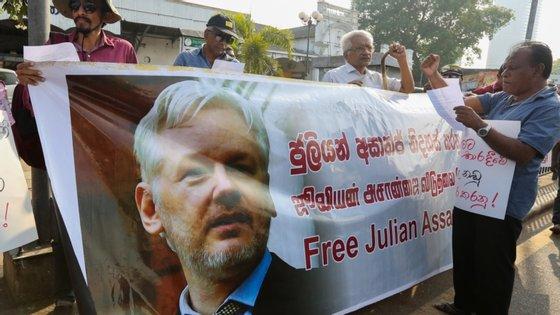 Assange, 49 anos, enfrenta a terceira semana do seu julgamento de extradição em Londres na segunda-feira por causa das revelações no seu 'website' WikiLeaks, que rejeita como sendo de motivação política
