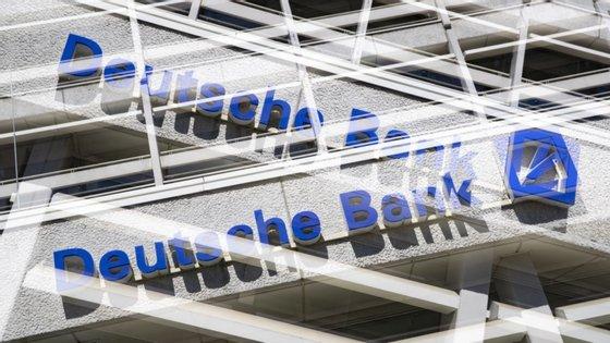 O Deutsche Bank possui atualmente cerca de 500 agências bancárias próprias