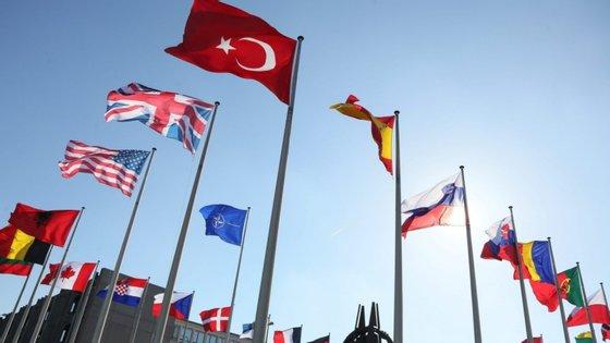 A Turquia e a Grécia, que aderiram em simultâneo à NATO em fevereiro de 1952, apesar das suas relações historicamente tensas, disputam a partilha das imensas reservas de gás detetadas no Mediterrâneo oriental
