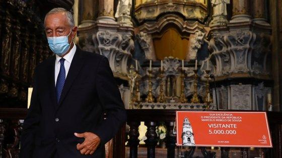 Marcelo Rebelo de Sousa falava aos jornalistas no fim de uma visita aos Clérigos, no Porto