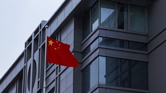 A China fechou, em março, as suas fronteiras e só permitiu a entrada de estrangeiros no país em casos considerados essenciais