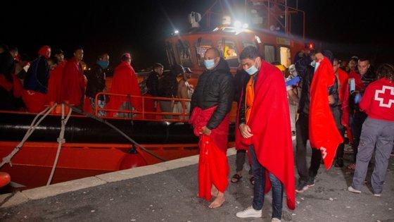 As autoridades espanholas adiantaram que todos se encontravam de boa saúde, à exceção de um dos ocupantes, que foi encaminhado para um posto de saúde, devido a uma lesão leve no pé