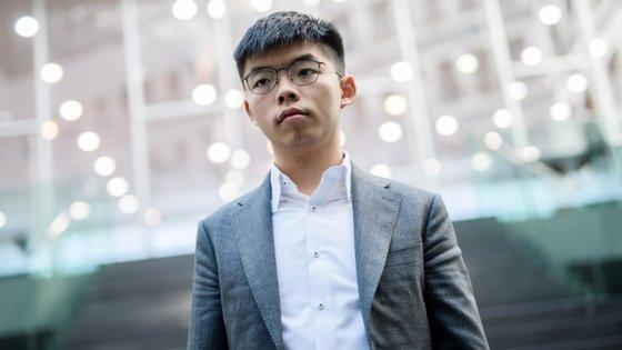Wong estava acusado de violar uma lei que proibia o uso de máscaras nos protestos pró-democracia que agitaram o território, no ano passado